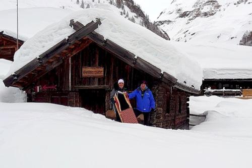 """Winterwandern über den Milchsteig zum """"Fane Almdorf""""mit Südtiroler Almgenuss"""