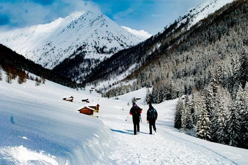 Winterwandern im Altfasstal bei Meransen mit Südtiroler Almgenuss