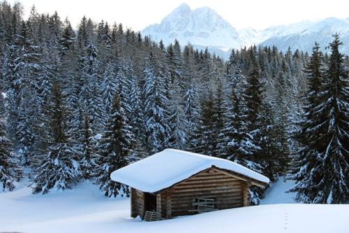 Winterwandern auf der Lüsner- Rodeneckalm mit Südtiroler Almgenuss