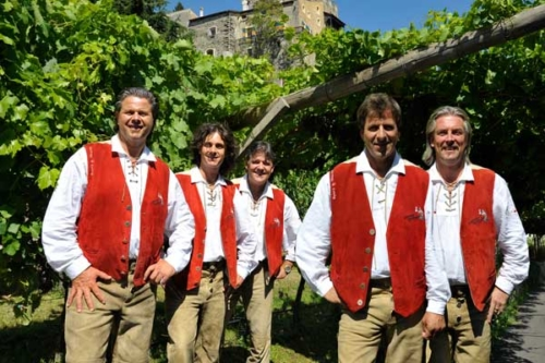 Alpenrosen blühen in Südtirol mit den Südtiroler Spitzbuam – Juni 2021