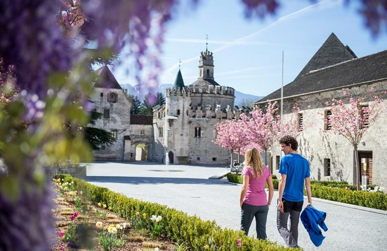 Apfelblüte Südtirol – Apfelblütenfest Natz – Dolomiten – Südtirol – Reisen – Musikreisen Südtirol – Musikgruppen – Reisen – Gruppenreisen – Oesch´s die Dritten – Männerquartett Kastelruth