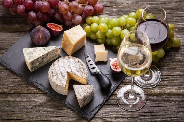 Genuss- und Kulturreisen Südtirol Käse Wein Trauben